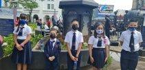 Estudiantes de la Escuela España en los festejos de 200 años de independencia