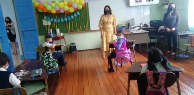 Ministra visita centros educativos para dialogar con estudiantes