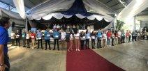 Fotografía muestra estudiantes en la pasada inauguración del Colegio de San Vito