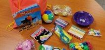 Foto muestra algunos materiales que se darán a niños y niñas de preescolar
