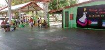 Entrega de alimentos en la escuela Bananito, en Limón